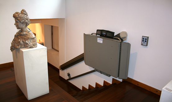 Incline wheelchair lift